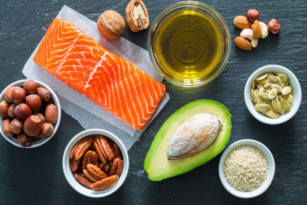 muestra de varios tipos de alimentos permitidos en la dieta de Atkins