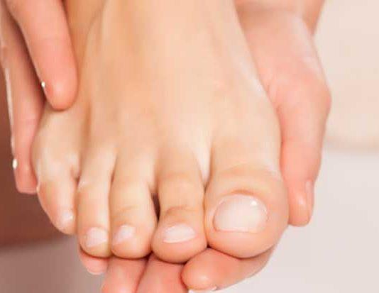 detalle de las uñas de los pies