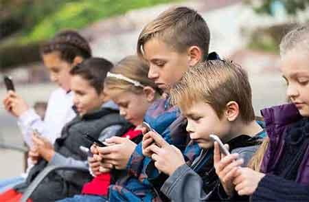 advierte a tus hijos de los peligros de un mal uso de los móviles.