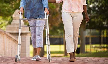 Andadores ortopédicos para ancianos.